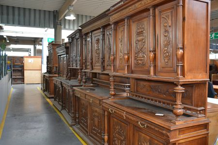 Le march du mobilier d 39 occasion brocante d barras france - Vente de meuble d occasion ...